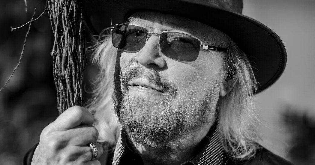 barry-gibb-has-a-mission-hold-the-music-alive