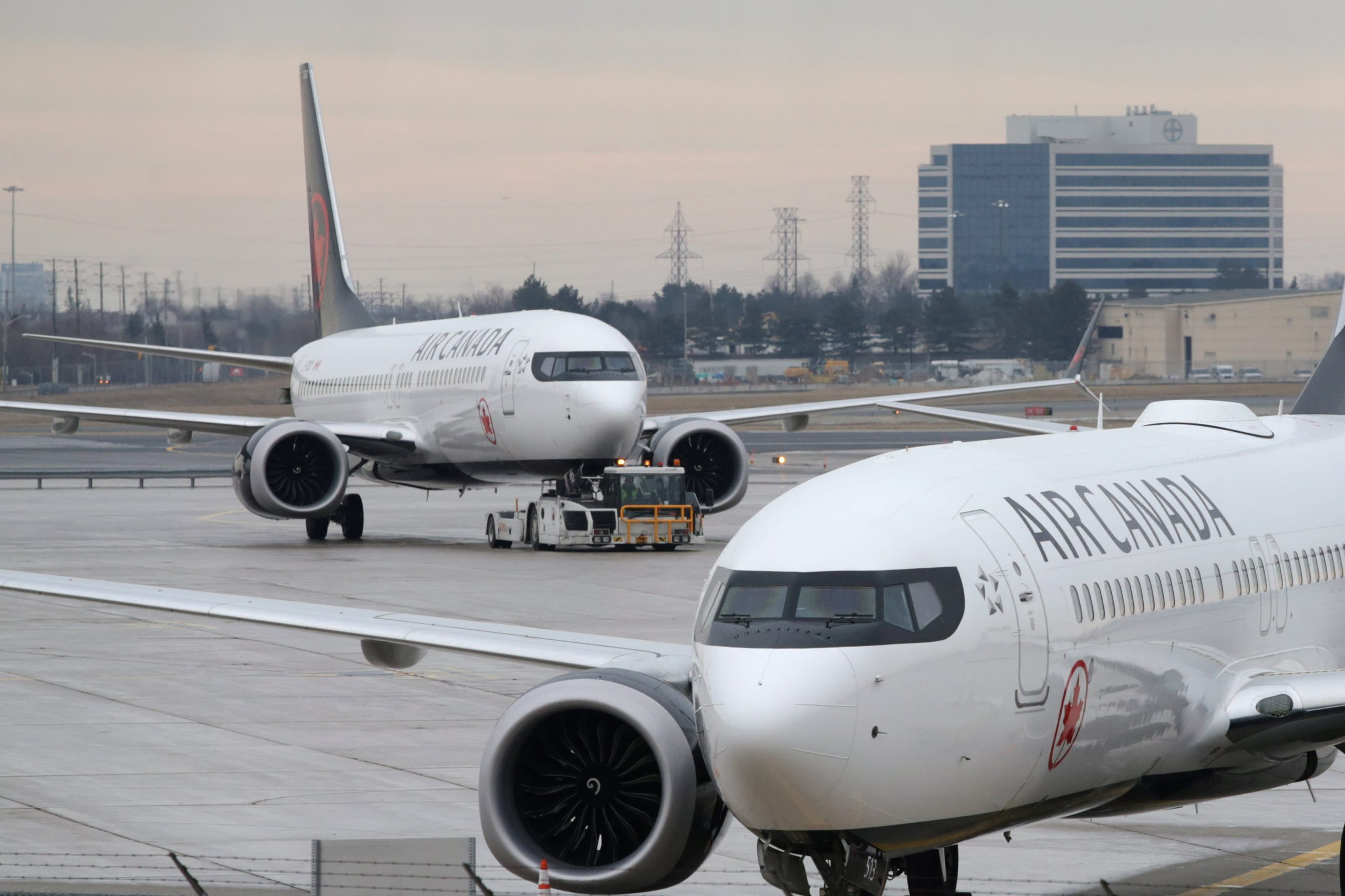 air-canada-boeing-737-max-ferry-flight-diverts-after-engine-issue