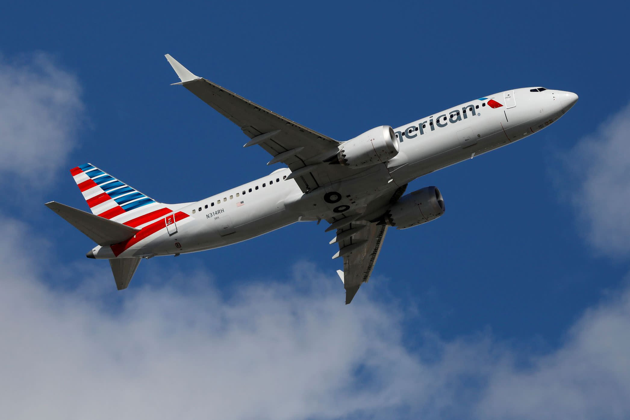 american-airlines-sees-capacity-cuts-through-february-as-covid-cases-rise
