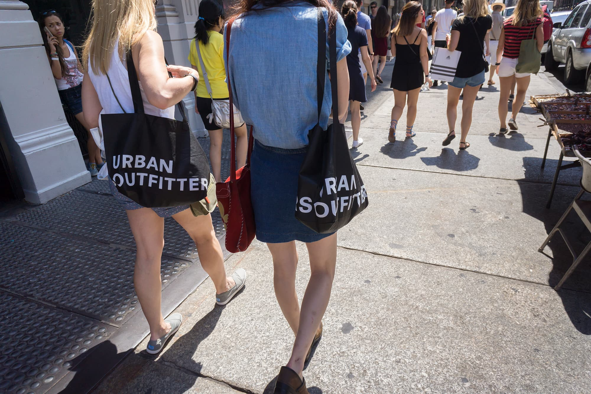 urban-outfitters-urbn-shares-tumble-as-2020-holiday-sales-disappoint