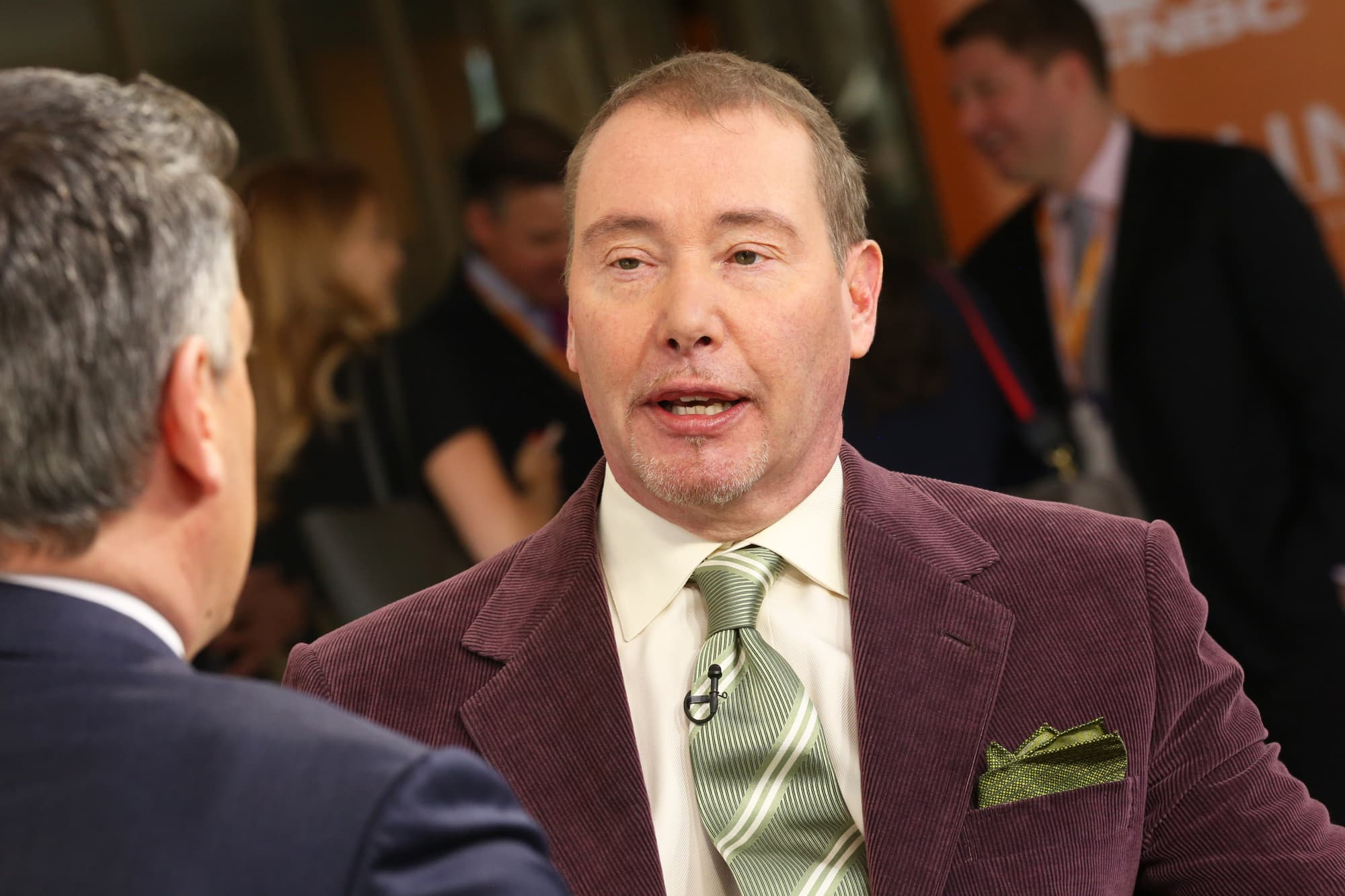 jeff-gundlach-says-stock-market-valuations-are-extraordinarily-high-supported-only-by-the-fed