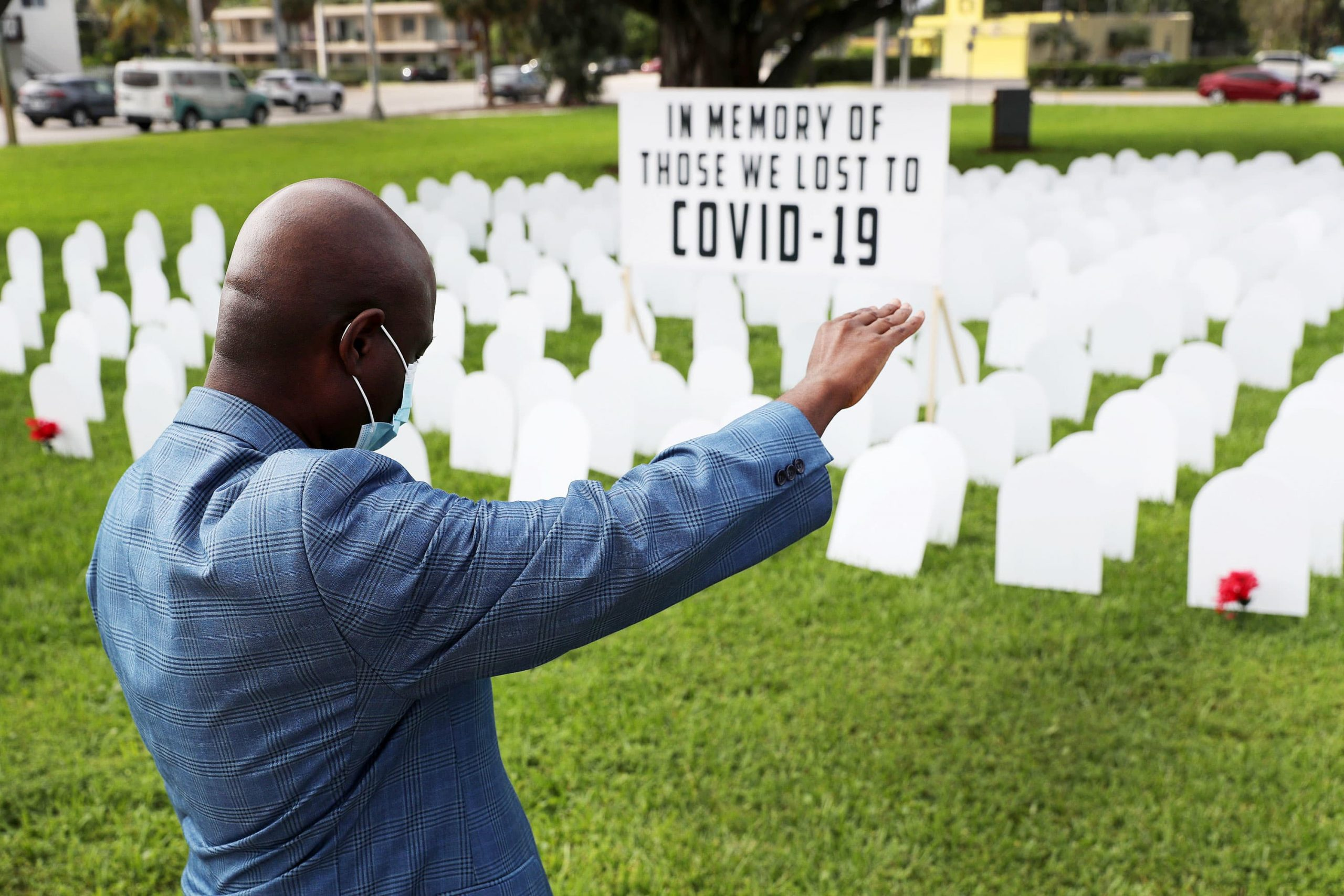 u-s-reports-more-than-4000-covid-deaths-for-first-time-as-outbreak-worsens