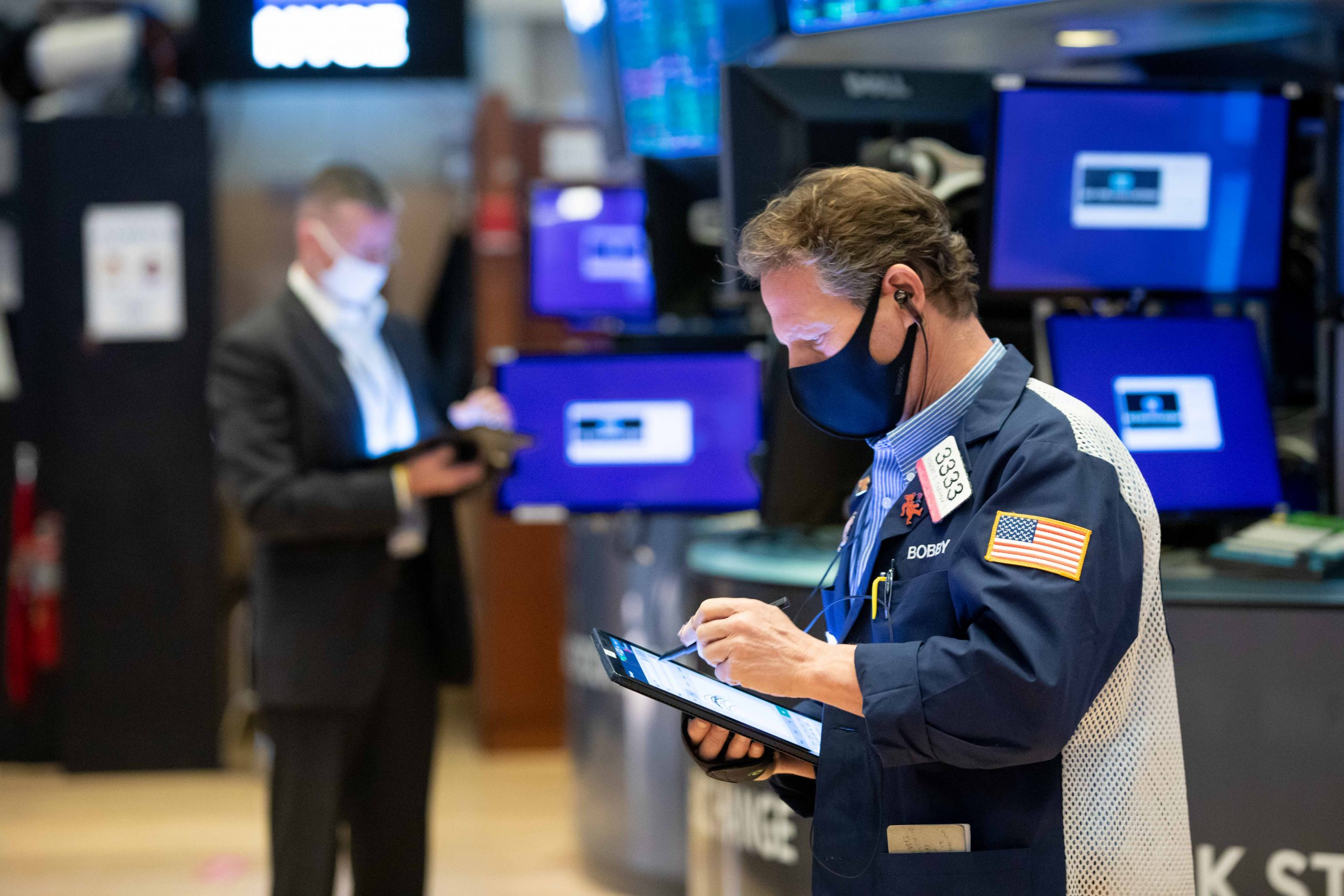 stock-futures-open-flat-as-wall-street-kicks-off-the-new-year