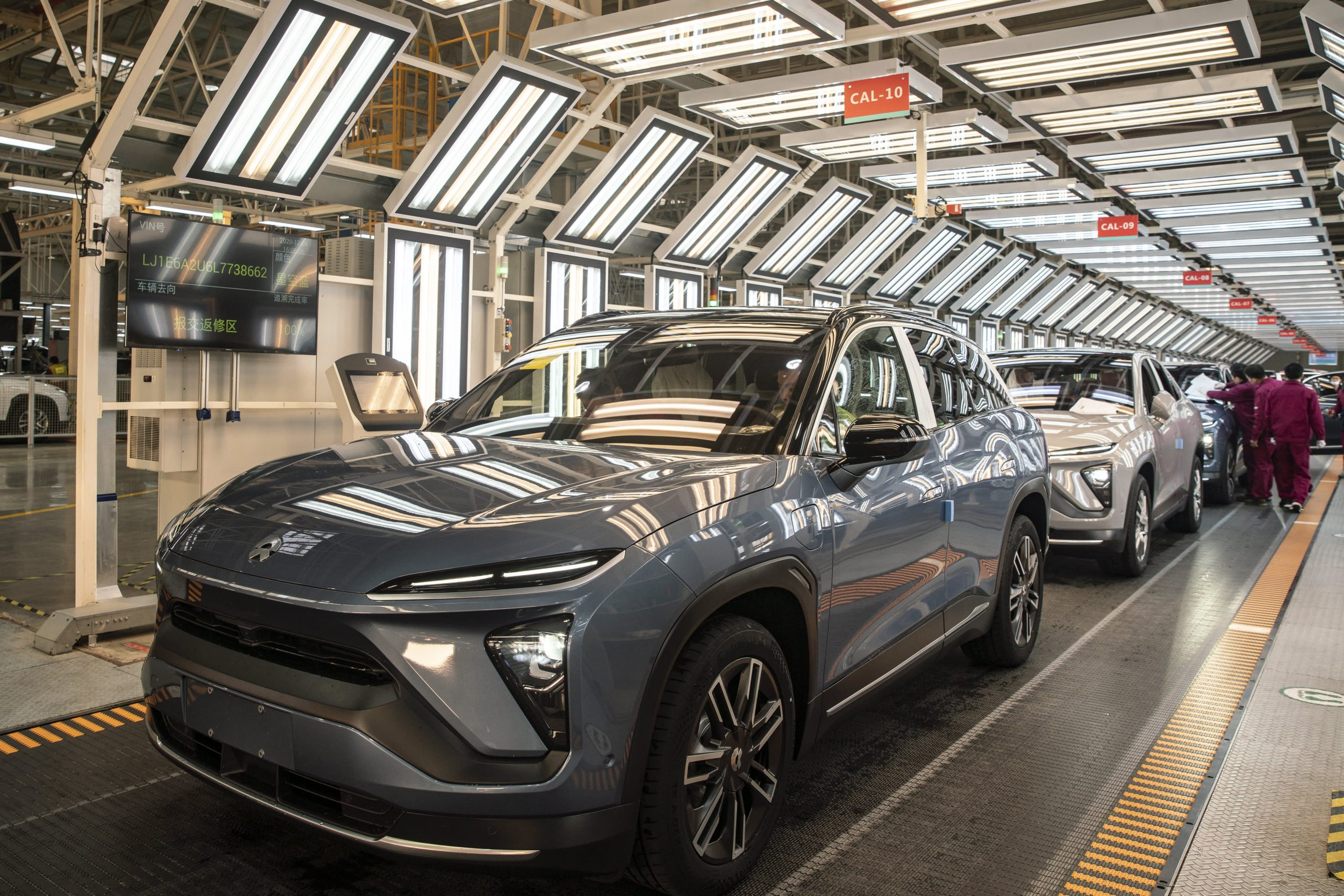 nio-and-tesla-vie-for-dominance-in-chinas-electric-vehicles-market