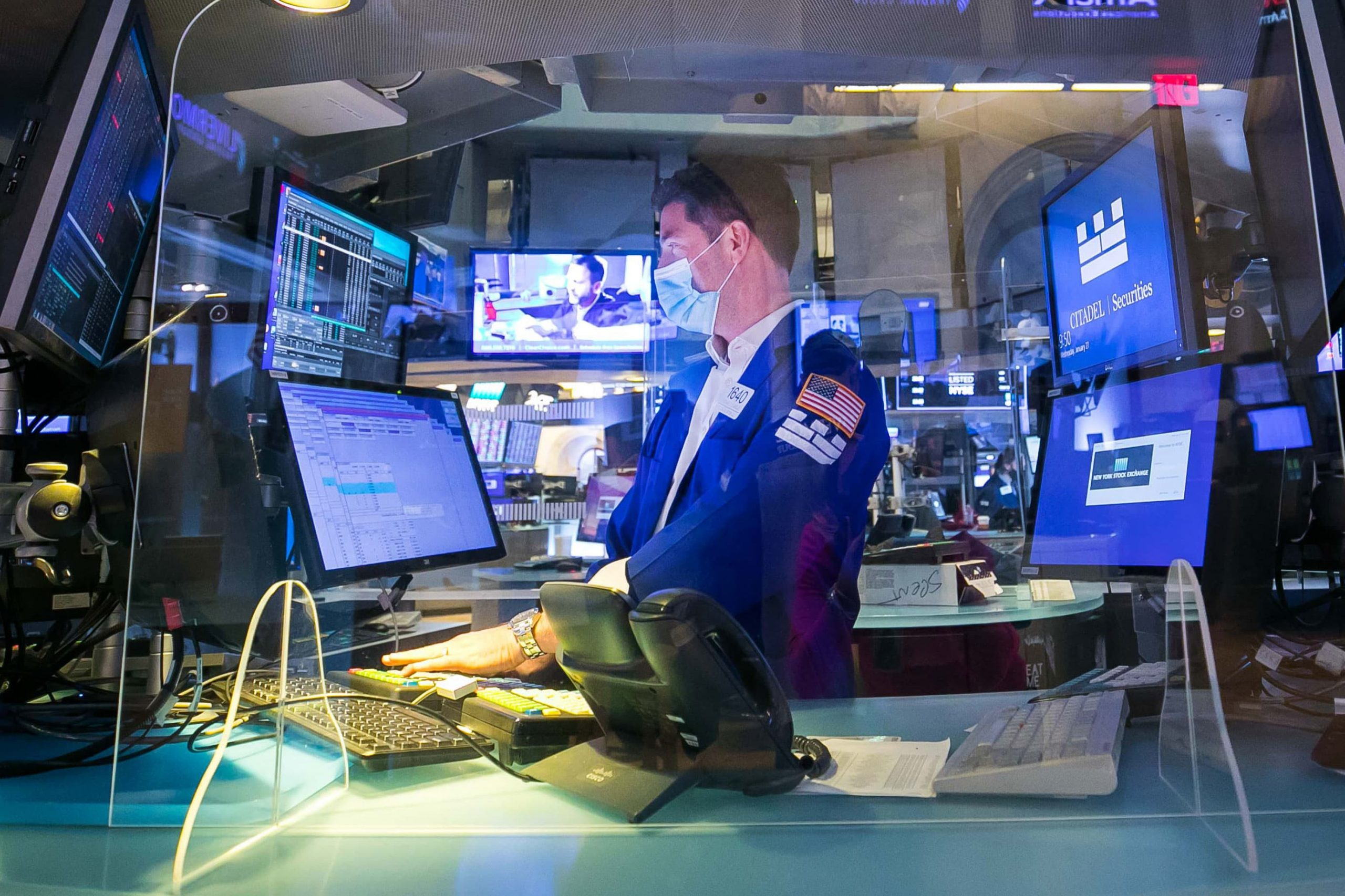 stock-futures-decline-as-volatile-wall-street-week-continues