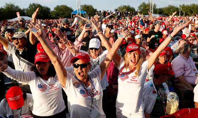 former-president-trump-gets-outstanding-welcome-home-to-florida-by-supporters-we-just-wanted-to-show-him-how-much-we-appreciate-him