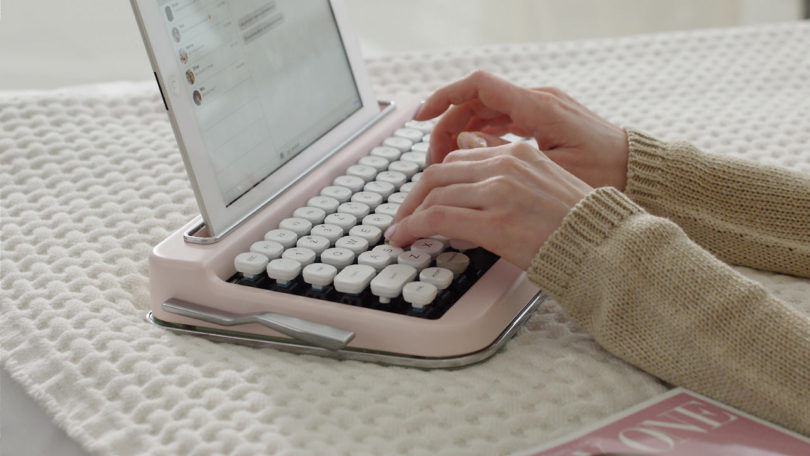 a-vintage-typewriter-inspired-bluetooth-keyboard