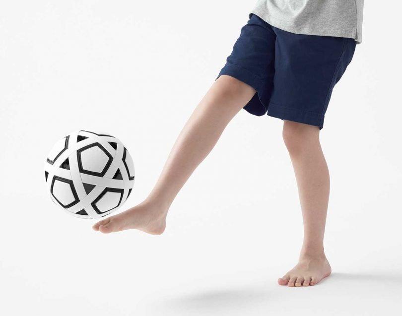 nendo-launches-diy-non-inflatable-soccer-ball-for-kids-in-impoverished-areas