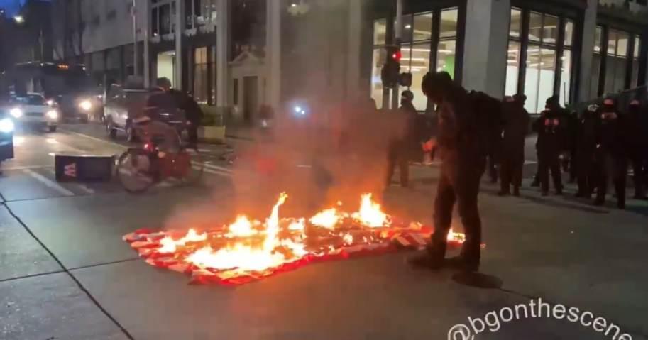 antifa-terrorists-riot-target-amazon-store-video