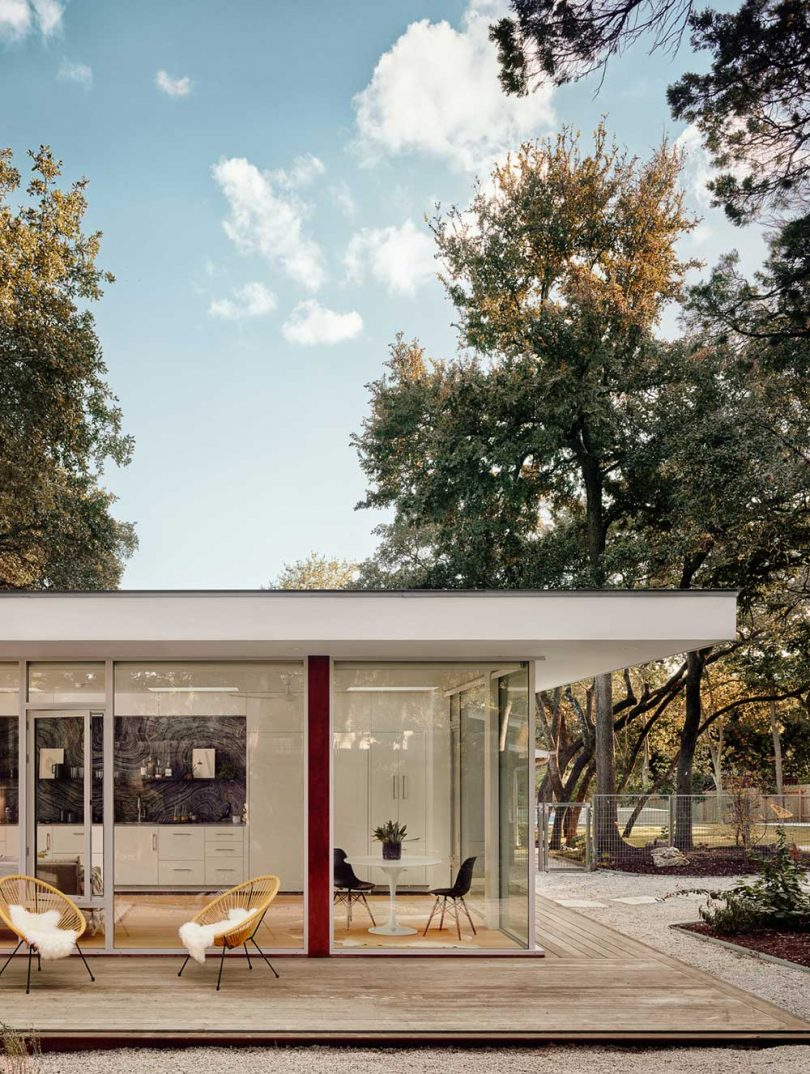 a-spacious-accessory-dwelling-unit-in-austin-complete-with-a-murphy-bed