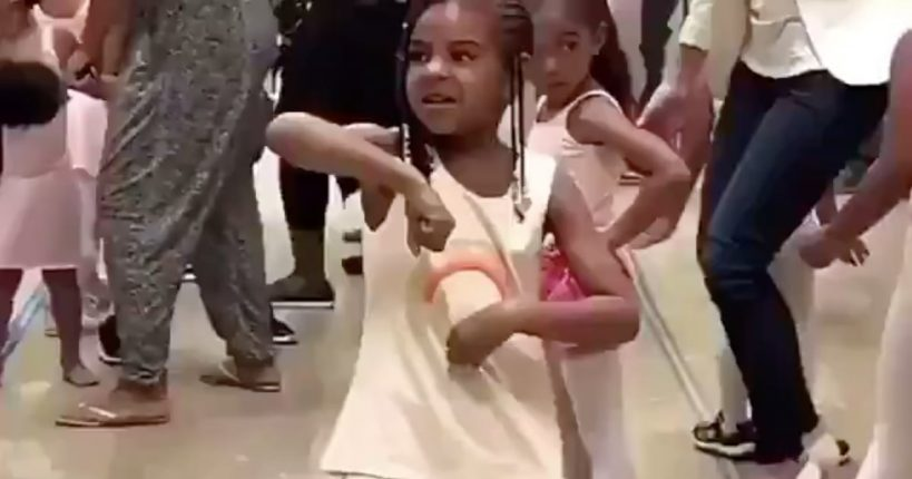 watch-blue-ivy-dance-to-ciaras-gimmie-dat-video