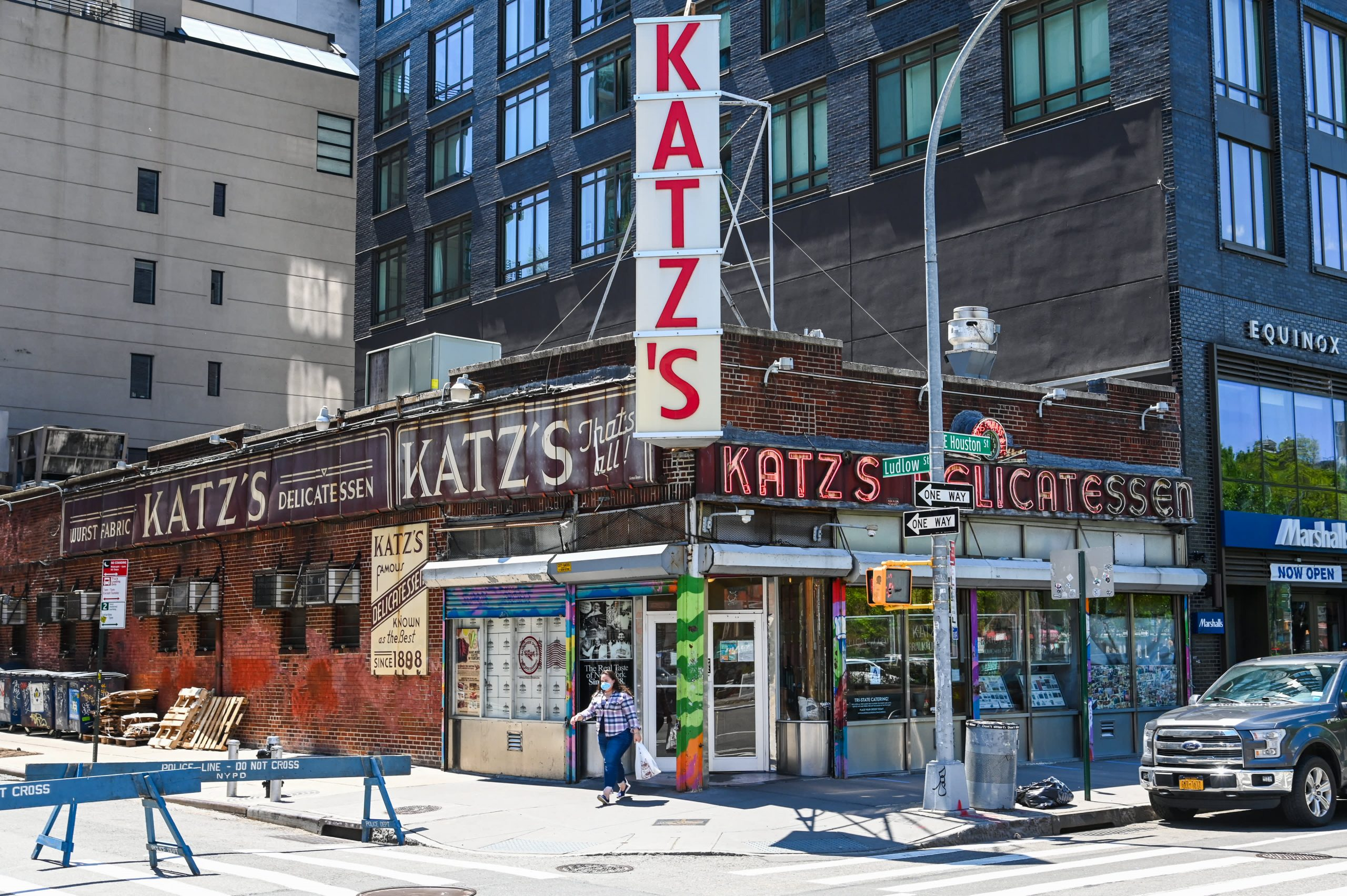 katzs-deli-survived-the-1918-pandemic-now-its-navigating-covid