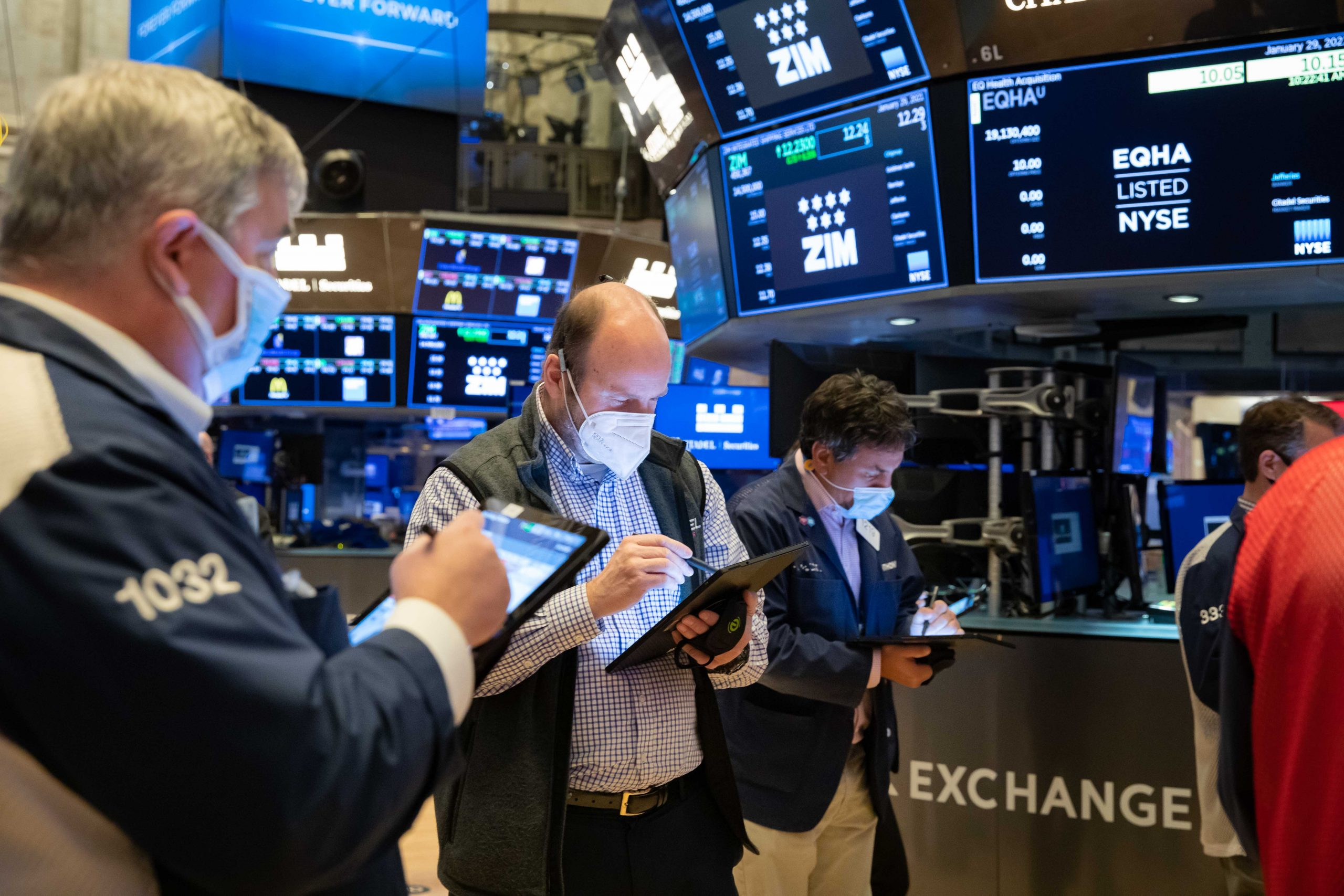stock-futures-dip-after-dow-closes-at-record-level