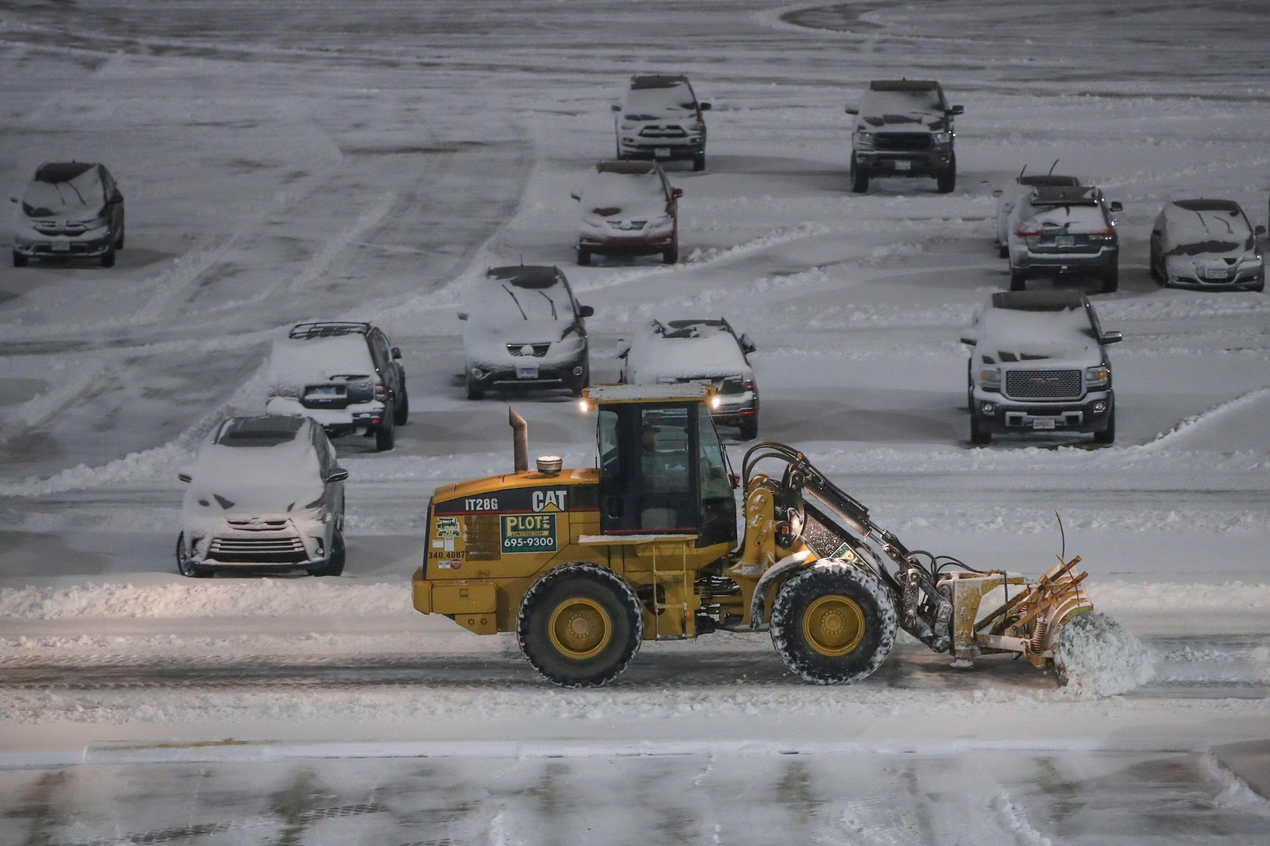 airlines-cancel-most-nyc-area-flights-ahead-of-snowstorm