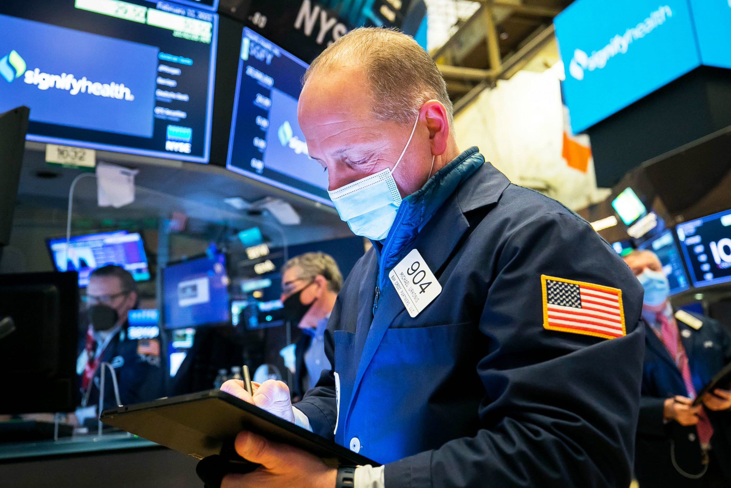 stock-futures-are-flat-in-overnight-trading-after-sp-500-ekes-out-record-close