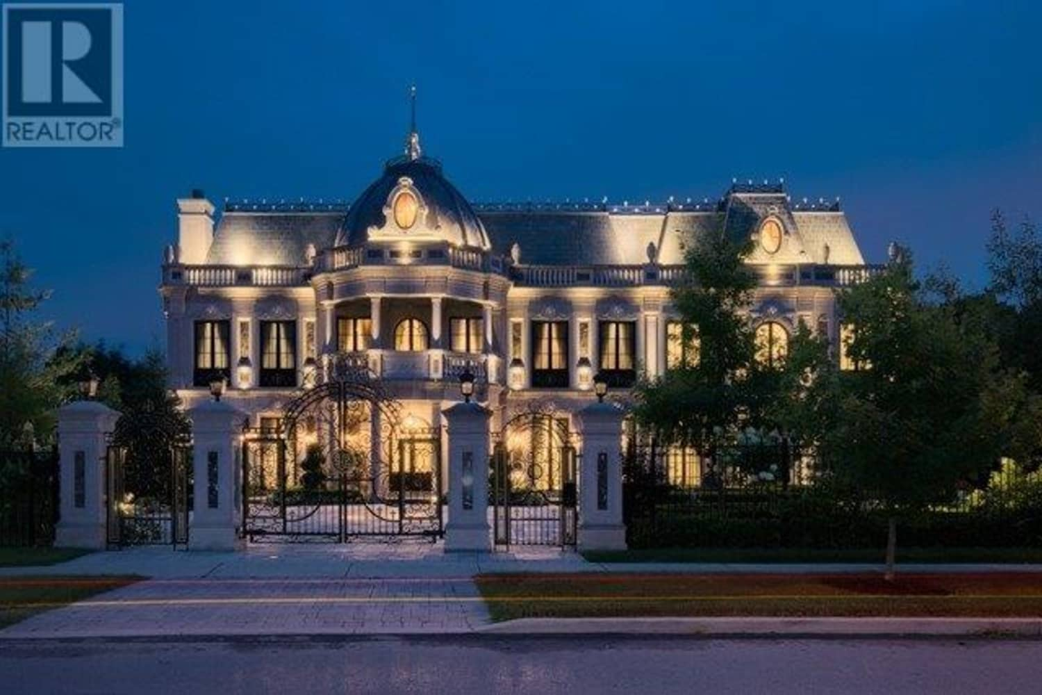 the-rose-family-mansion-from-schitts-creek-is-for-sale