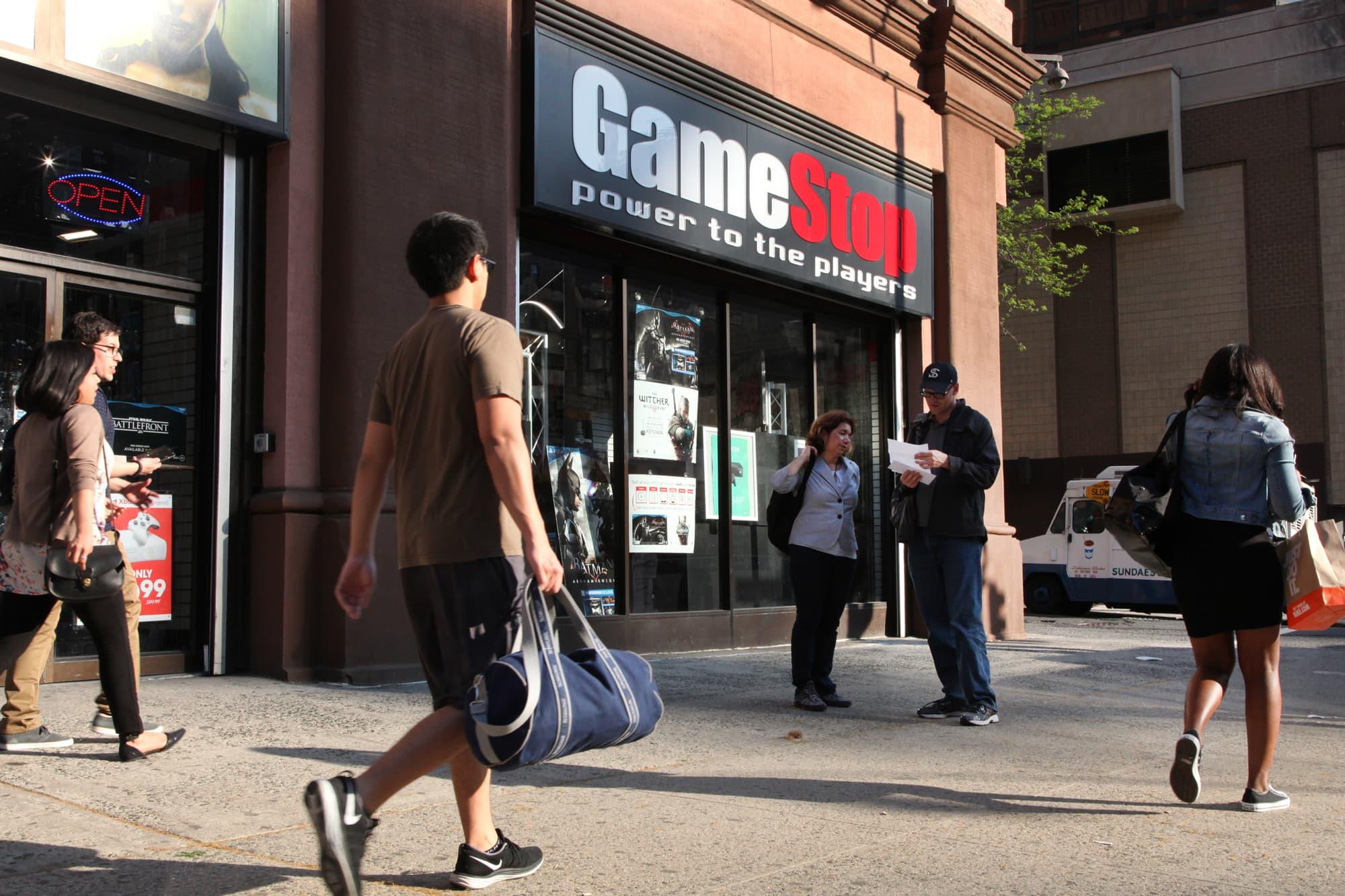 gamestop-names-former-amazon-execs-as-its-new-ceo-cfo
