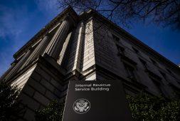 irs-delays-tax-refunds-stimulus-checks-amid-identity-fraud-suspicion