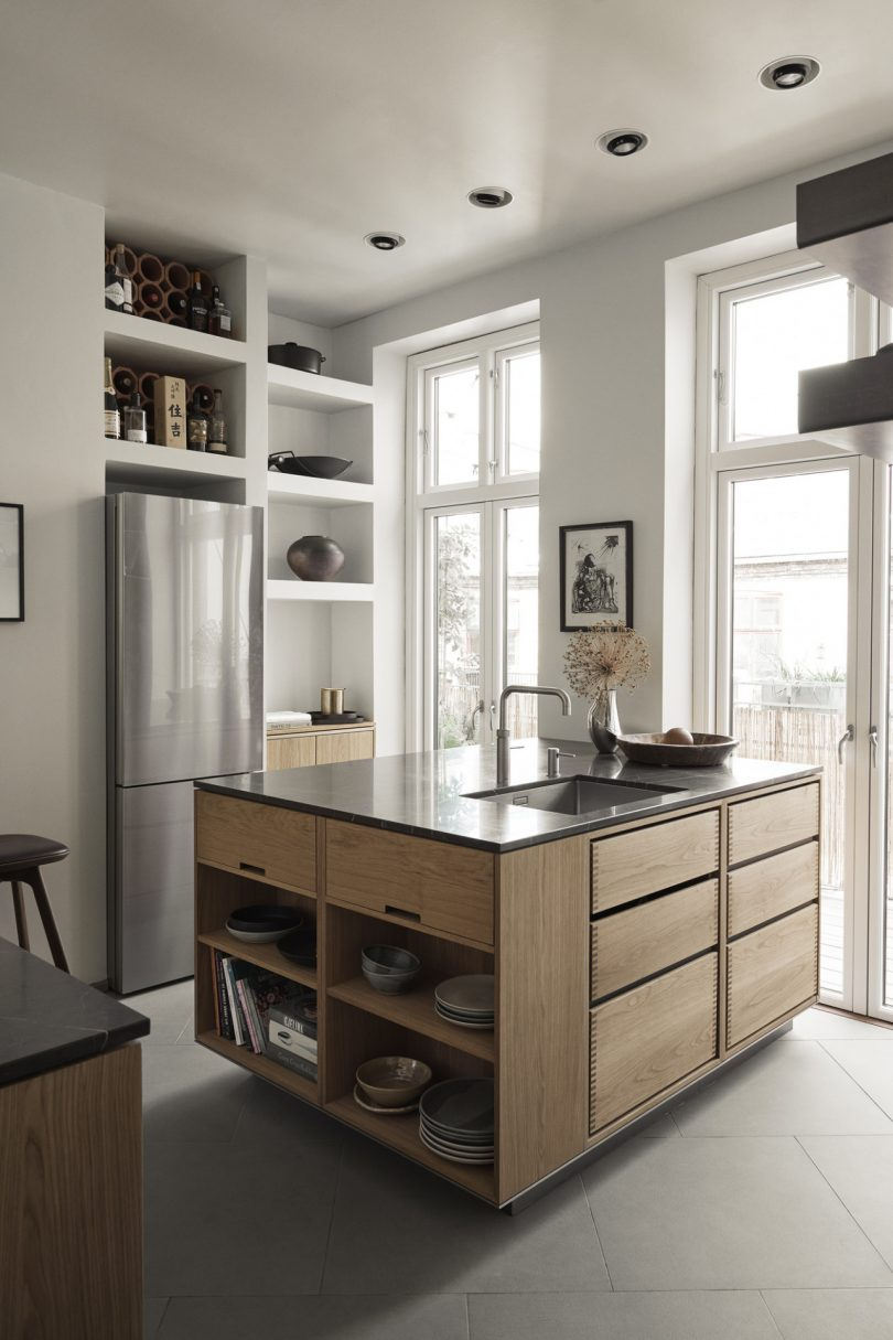 a-kitchen-of-love-highlights-the-beauty-of-wood-in-this-copenhagen-flat