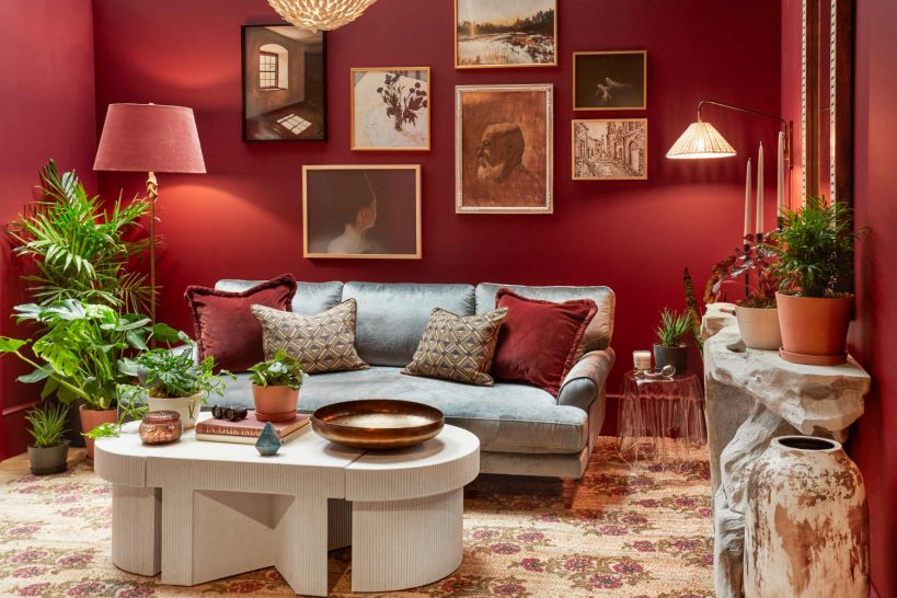 how-to-paint-a-small-room-a-dark-color-interior-designers-weigh-in
