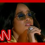 H.E.R. performs 'Love's In Need of Love Today'